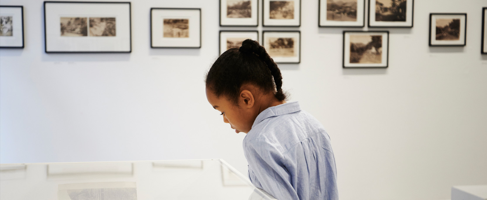 About Autograph Learning. Child looking at exhibition.